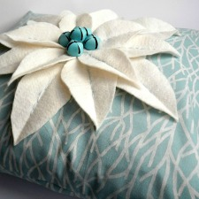 poinsettia-pillow-coastal-style-home-for-the-holidays-blog-tour-anextraordinaryday-net