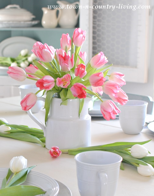 Town-n-CountryLiving-Tulips