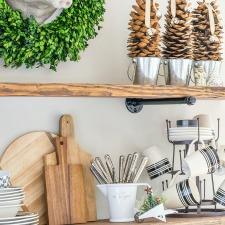 christmas-kitchen-shelves