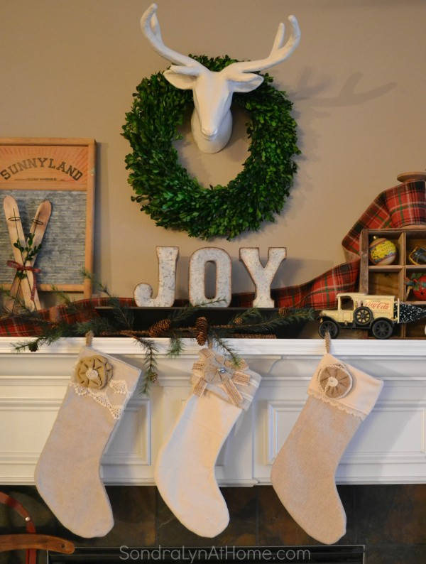 20-Minute Mantel - Christmas -- Sondra Lyn at Home